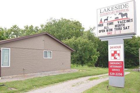 The outside view of Lakeside Veterinary Hospital's sign